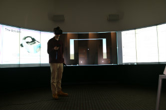 IBE students develop product that utilizes virtual reality technology to administer a field test that would screen for glaucoma.