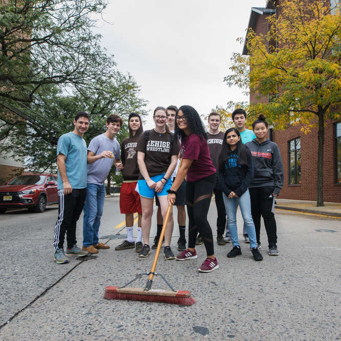 Lehigh students at SouthSide cleanup