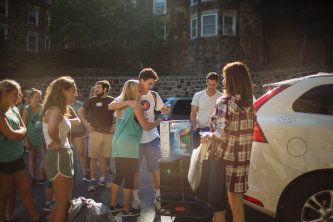Students unpack cars for Lehigh University move-in