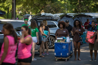 Students and volunteers in parking lot on Lehigh University 2017 move-in day