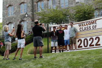 First-year students from the Class of 2022 pose for a photo on Move-In Day.