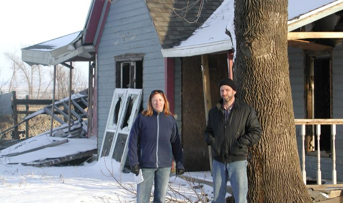 Casagrande and fellow anthropologist Heather McIlvaine-Newsad of Western Illinois University document flood damage in Meyer, Illinois, on the east bank of the Mississippi River. (Photo courtesy of David Casagrande)