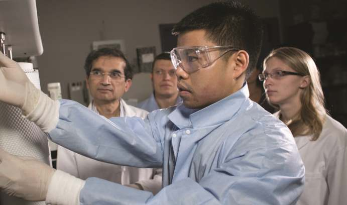 Himanshu Jain and lab assistants doing experiments