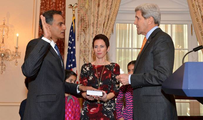 Richard Verma '90 takes the oath of office